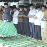 Bupati Asahan Hadiri Pemakaman Kades Rawang Lama