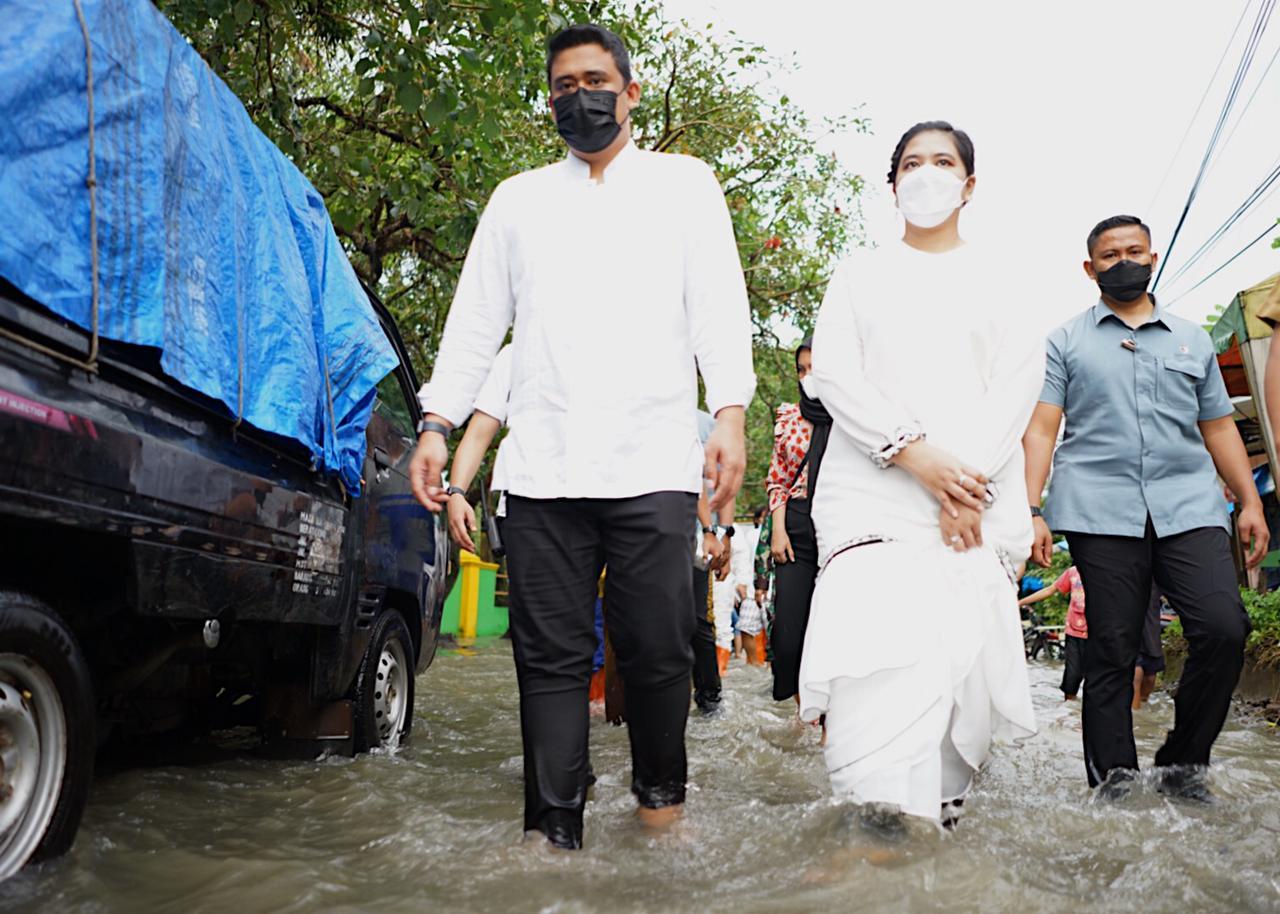 Bersama Kahiyang Ayu Tinjau Banjir di Medan, Bobby Nasution Perintahkan Perbaikan Parit