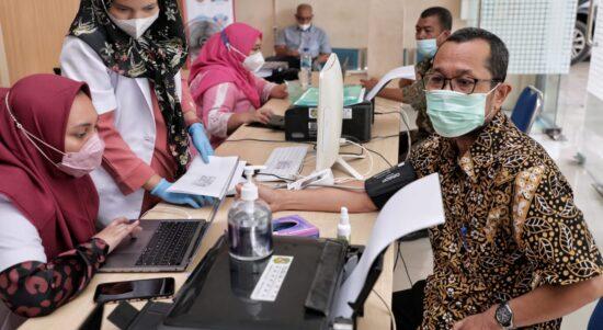 ASN Dinas Kominfo Bersyukur Terima Suntikan Vaksin Covid-19